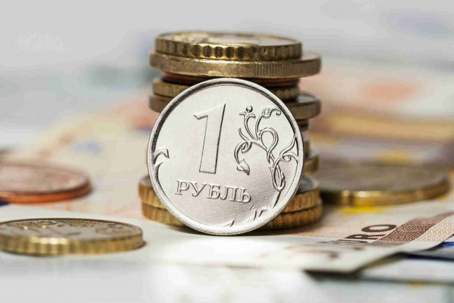 Рубль стабилен в начале