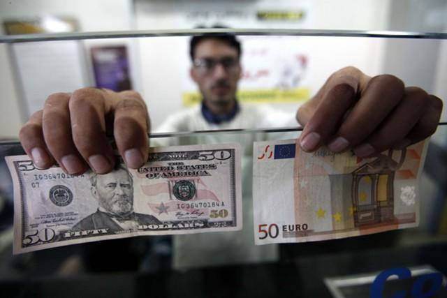 Доллар снижается в