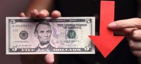 Доллар вновь устремился