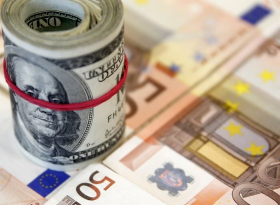 EURUSD: евро завис над