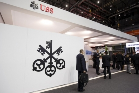 Акции UBS снизились