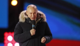 Путин лидирует на