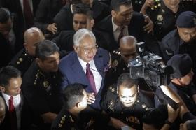 Экс-премьеру Малайзии
