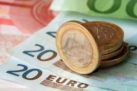 Евро начал снижаться к