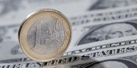 Евро падает ниже 70